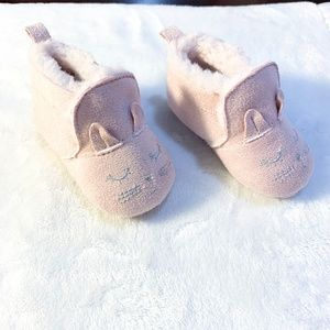 Other - *NWOT* PINK FUZZY CAT BOOTS-O-3 MONTHS